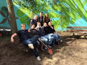 NL Doet 2014 Regenboog gardening